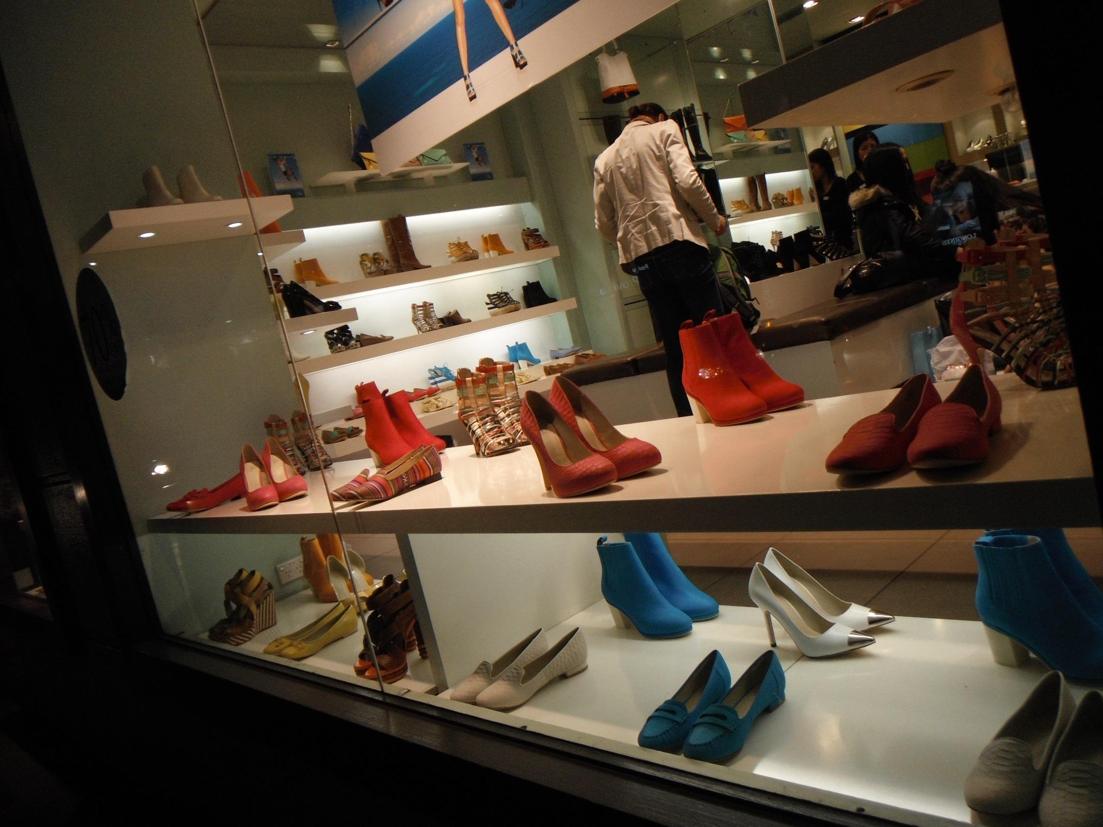 f5b9e361e Exposição de Calçados: 10 dicas de VM - Liziane Dalle Nogare